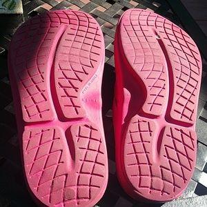 oofos Shoes - Oofos flip flops